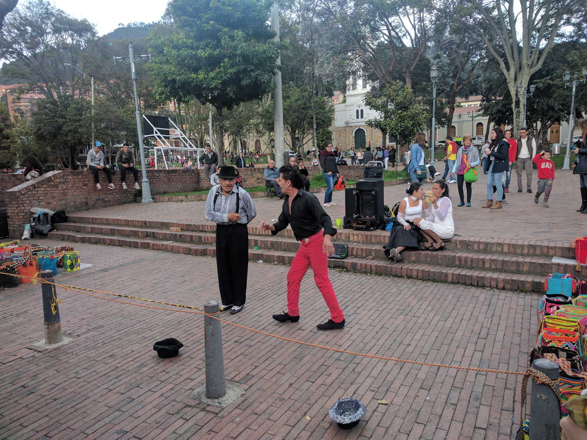 Usaquien, Street Performance